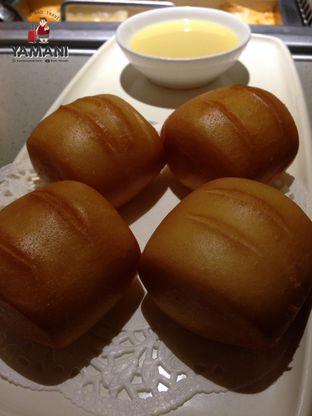 Foto 3 - Makanan(Mantau Goreng) di Haidilao Hot Pot oleh awakmutukangmakan