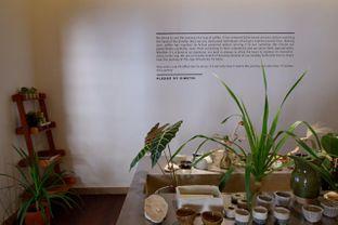 Foto 22 - Interior di Simetri Coffee Roasters oleh yudistira ishak abrar