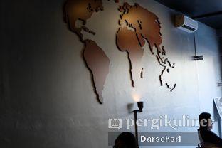 Foto 11 - Interior di Young & Rise Coffee oleh Darsehsri Handayani