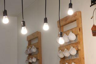 Foto 3 - Interior di Commit Coffee oleh Tristo