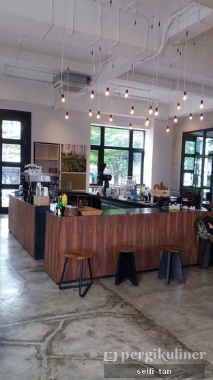Foto 3 - Interior di Crematology Coffee Roasters oleh Selfi Tan