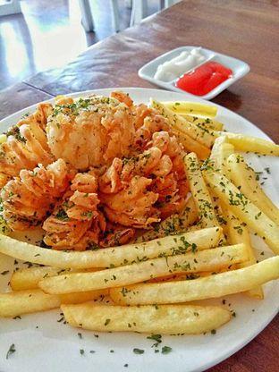 Foto 8 - Makanan(Blooming onion) di Kolibrew oleh duocicip