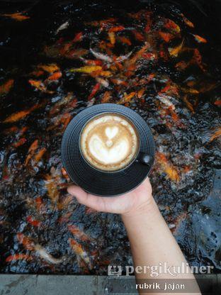 Foto 11 - Makanan(coffee latte) di Formaggio Coffee & Resto oleh ellien @rubrik_jajan