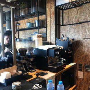 Foto 10 - Interior di Kedai BuruBuru Bakmi dan Kopi oleh Della Ayu