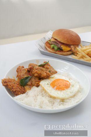 Foto 9 - Makanan(Golden Yolk Chicken) di The Neighbors Cafe oleh Shella Anastasia