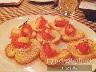 Foto 3 - Makanan(crustini w/ smoked salmon) di Brassery oleh @supeririy