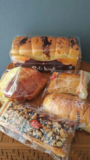 Foto review Holland Bakery oleh Review Dika & Opik (@go2dika) 8