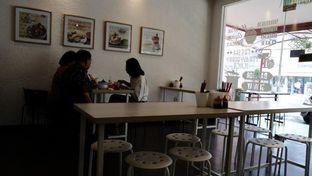Foto 6 - Interior di Sam's Strawberry Corner oleh YSfoodspottings