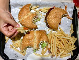 Foto 10 - Makanan di BurgerUP oleh Mirza Aly
