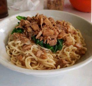 Foto 2 - Makanan di Mie Ayam Uban oleh heiyika