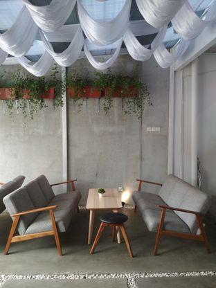 Foto 4 - Interior(interior dalemnya, bikin betah kalo duduk lama.) di Lab Coffee oleh Gabrielle
