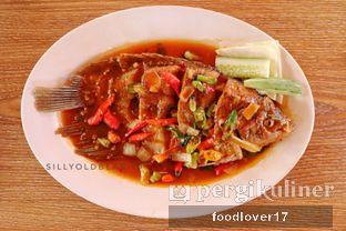Foto 7 - Makanan(Gurame Masak Pedas) di Rumah Makan Kampung Kecil oleh Sillyoldbear.id