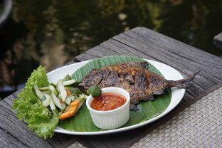 Foto 2 - Makanan(Bawal Bakar) di Atmosphere oleh Fadhlur Rohman