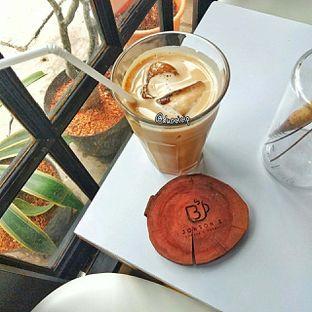 Foto 1 - Makanan(es kopi jonbon) di Jonbon's Coffee & Eatery oleh duocicip