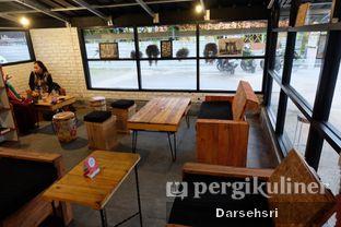 Foto 7 - Interior di Klasik Coffee oleh Darsehsri Handayani