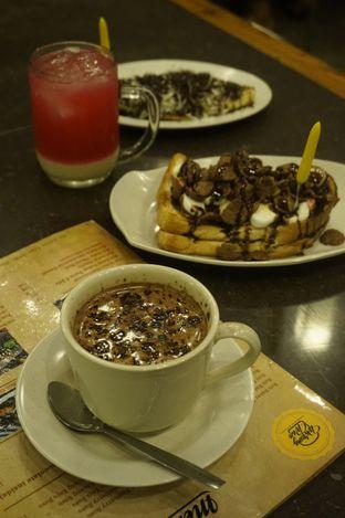 Foto review Warung Wan - Tongkrongan Roti Bakar oleh yudistira ishak abrar 2