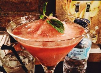 6 Bar di Surabaya, Alternatif Seru untuk Hangout di Malam Hari