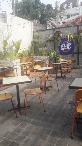 Foto 2 - Interior di Flip Burger oleh Nadia Indo