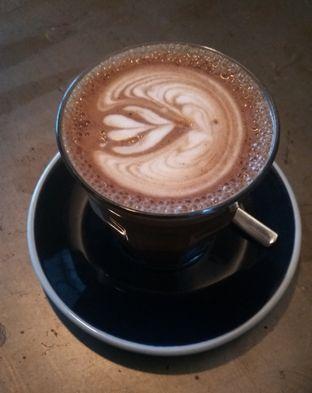 Foto 2 - Makanan(Hot Cappucino (IDR 35k)) di Coffee Smith oleh Renodaneswara @caesarinodswr
