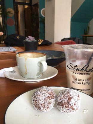 Foto review Stockholm Syndrome oleh Prido ZH 43