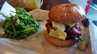 Foto 1 - Makanan(California Burger) di Baconerie oleh YSfoodspottings