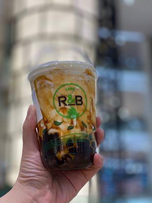 Foto 2 - Makanan di R&B Tea oleh Duolaparr