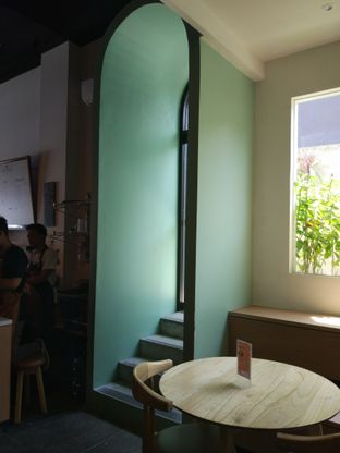 Foto review Honey Beans Coffee & Roastery oleh Bakarlotta  6