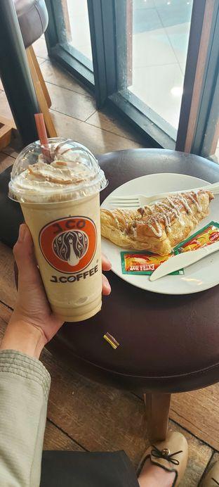 Foto review J.CO Donuts & Coffee oleh Risyah Acha 1