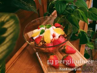 Foto 23 - Makanan(Seasonal Fruit Granolla) di Kafe Hanara oleh Han Fauziyah