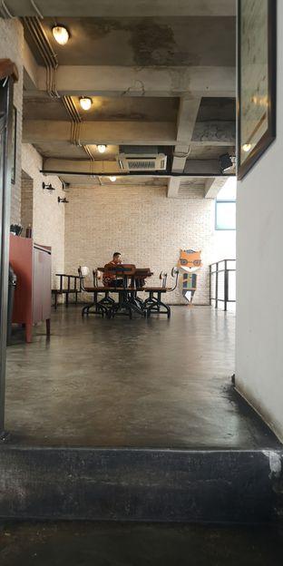 Foto 9 - Interior di Koultoura Coffee oleh om doyanjajan