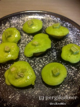 Foto 9 - Makanan(Kue cubit green tea kitkat) di Suntiang oleh UrsAndNic