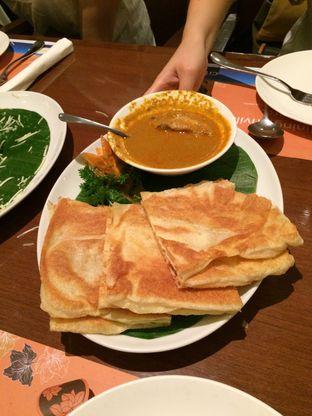 Foto 3 - Makanan(Roti Canai Chicken Curry) di Penang Bistro oleh Elvira Sutanto