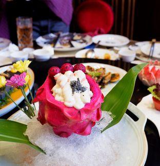 Foto 5 - Makanan(Salad Udang dengan Buah Naga) di Royal 8 Chinese Restaurant - Hotel JHL Solitaire oleh Melisa Cubbie