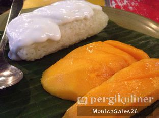 Foto 2 - Makanan(Mango sticky rice ) di Thai Alley oleh Monica Sales