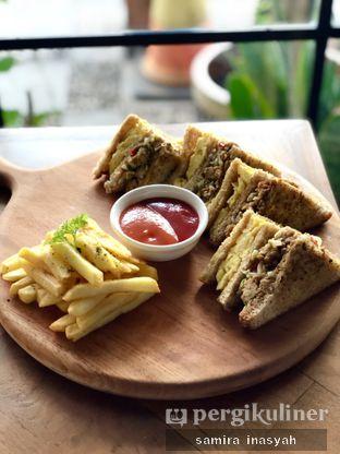Foto 7 - Makanan(Sandwich tempe orek) di Kolonial Bistro & Roastery oleh Samira Inasyah