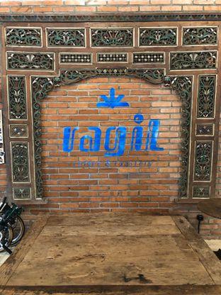 Foto 6 - Interior di Ragil Coffee & Roastery oleh feedthecat