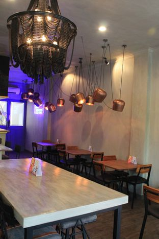 Foto 4 - Interior di Burns Cafe oleh Prido ZH