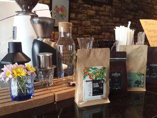 Foto 1 - Interior di Young & Rise Coffee oleh @stelmaris
