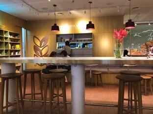 Foto 4 - Interior di Joe & Dough oleh Vising Lie