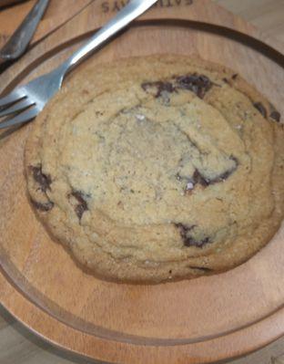 Foto 3 - Makanan(BBF Cookies (IDR 50k) ) di SATURDAYS oleh Renodaneswara @caesarinodswr
