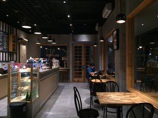 Foto 3 - Interior di Daily Press Coffee oleh Marsha Sehan