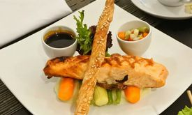 Wood Restoran - Hotel Golden Tulip Passer Baroe