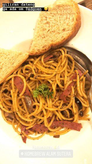 Foto - Makanan(Spaghetti Aglio Olio Beef) di Home Brew Coffee oleh @stelmaris