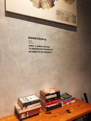 Foto 4 - Interior di Emmetropia Coffee oleh kdsct
