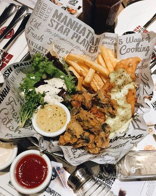Foto review The Manhattan Fish Market oleh Richie Nakata 1