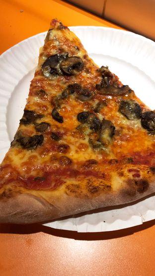 Foto 2 - Makanan(Mushroom Cheese) di Pizza Place oleh Riris Hilda
