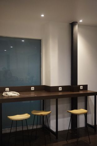 Foto 6 - Interior di Simetri Coffee Roasters oleh yudistira ishak abrar