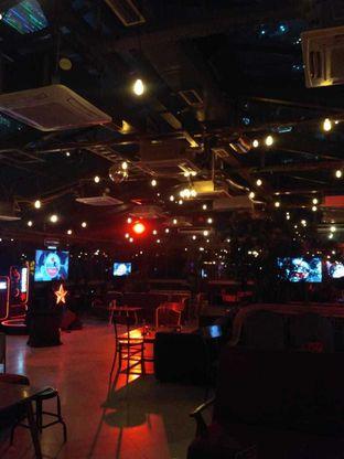 Foto 2 - Interior di Lucy Beer & Burger Bar oleh Gita Pratiwi