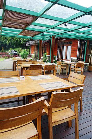 Foto 12 - Interior di Meranti Restaurant oleh inggie @makandll