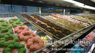Foto 4 - Interior di Dunkin' Donuts oleh Jakartarandomeats